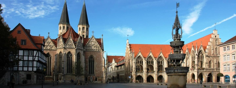 adac autovermietung braunschweig altstadtmarkt altstadtrathaus st. martini marienbrunnen fotolia 23507950