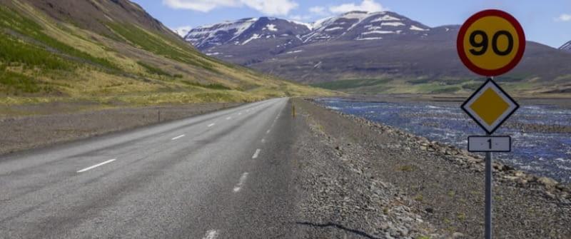 island geschwindigkeitsbegrenzung ringstraße fotolia 86308995